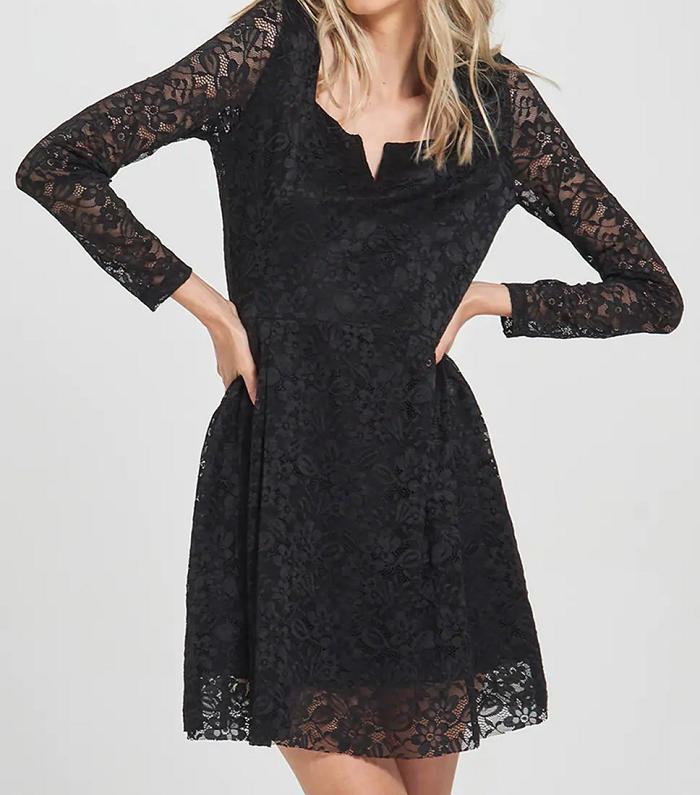 Dámské černé krajkové šaty (Krátké krajkové šaty značky Terranova )
